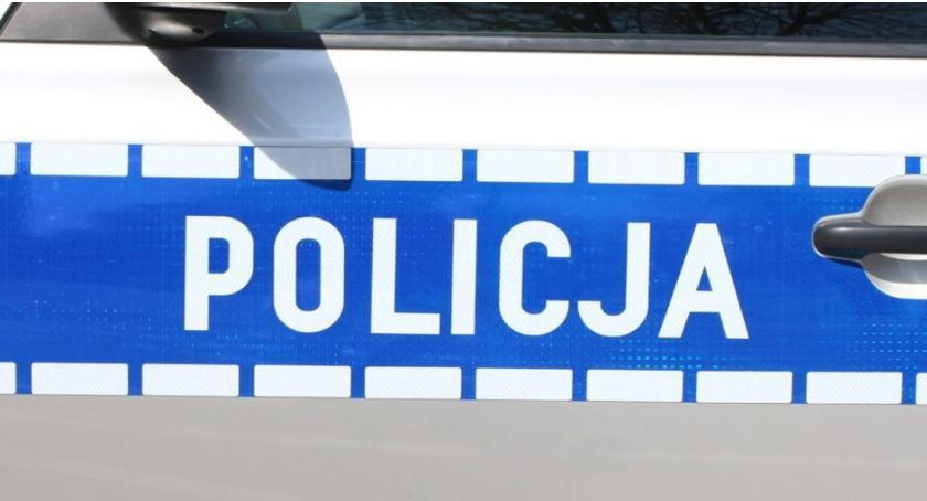 Kronika policyjna, Uciekła podczas udzielanej przez pogotowie pomocy - zdjęcie, fotografia