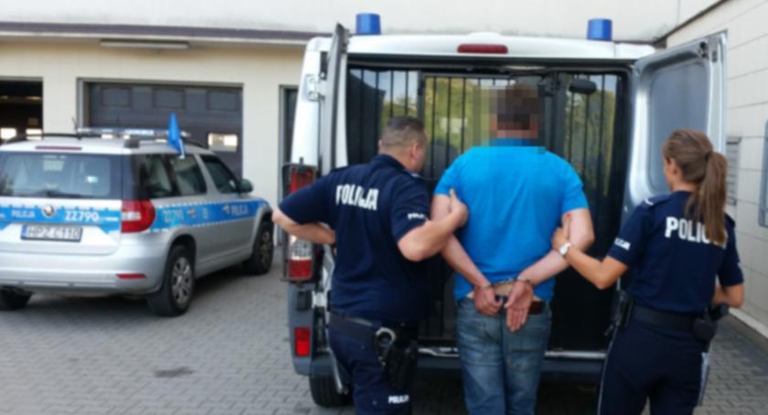 Kronika policyjna, Policjanci Tarczyna zatrzymali latka związku śmiercią starszego mężczyzny - zdjęcie, fotografia