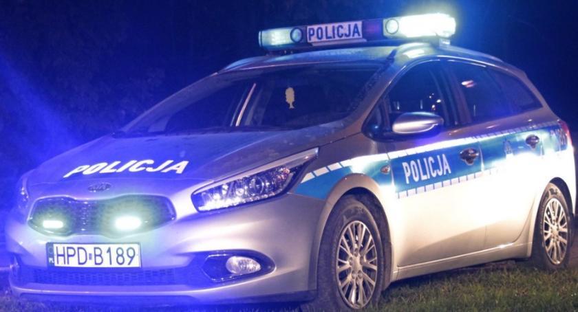Kronika policyjna, Dzielnicowi odzyskali skradzionego forda - zdjęcie, fotografia