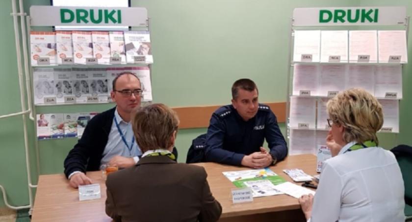 Kronika policyjna, Piasecznie zainaugurowano Dzień Seniora - zdjęcie, fotografia