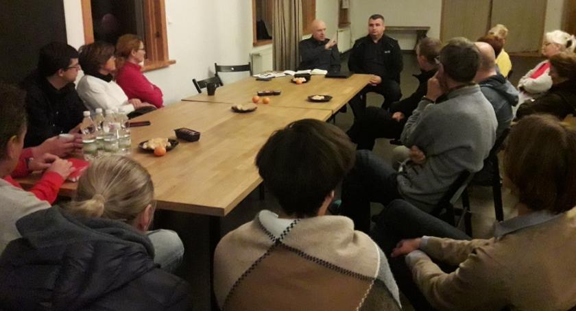 Kronika policyjna, Konsultacje społeczne Nowej Iwicznej - zdjęcie, fotografia