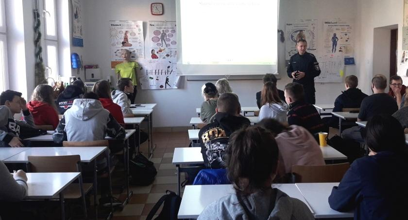 Kronika policyjna, Warsztaty zagrożeniu narkomanią wśród młodzieży szkolnej - zdjęcie, fotografia