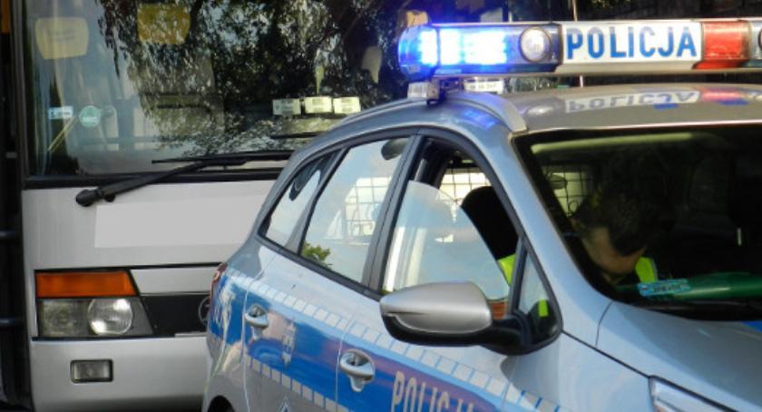 Kronika policyjna, Kontrole autokarów podczas ferii zimowych - zdjęcie, fotografia