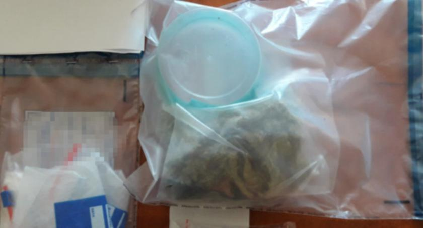 Kronika policyjna, Policyjny dozór narkotyki - zdjęcie, fotografia