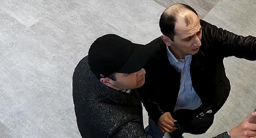 Kronika policyjna, Wizerunki mężczyzn podejrzewanych dokonanie kradzieży - zdjęcie, fotografia
