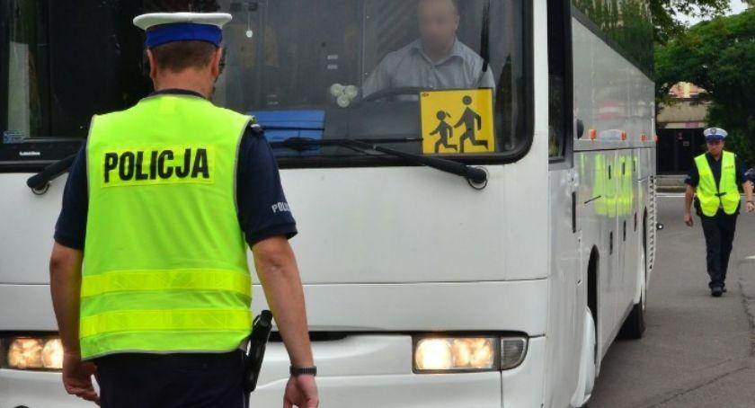 Kronika policyjna, Piaseczno kontrole autokarów podczas wakacji - zdjęcie, fotografia