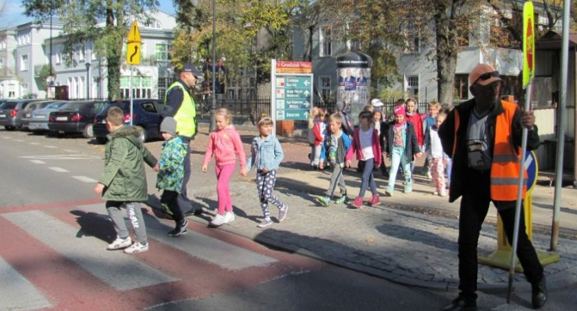 Kronika policyjna, Zanim zabrzmi pierwszy dzwonek bezpieczny droga szkoły - zdjęcie, fotografia