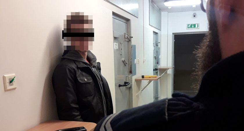 Kronika policyjna, Kolizje ucieczka narkotyki Piaseczno - zdjęcie, fotografia