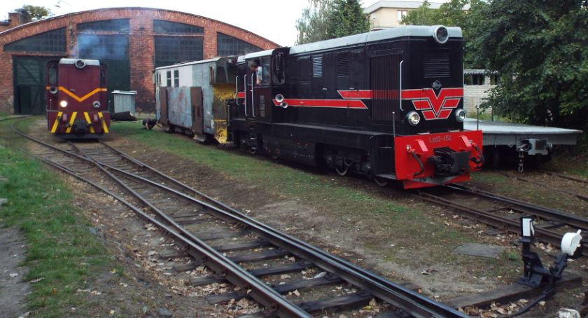 Kultura, Ulicami Piaseczna Sienkiewicza stacja Kolei Wąskotorowej - zdjęcie, fotografia
