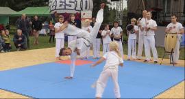 Pokaz capoeira w trakcie Pikniku Rodzinnego w Józefosławiu