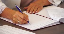 Podpisanie umowy na nowy Klub Seniora w Piasecznie