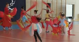 Taniec chiński z wachlarzmi - Otwarcie hali sportowej w Mrokowie