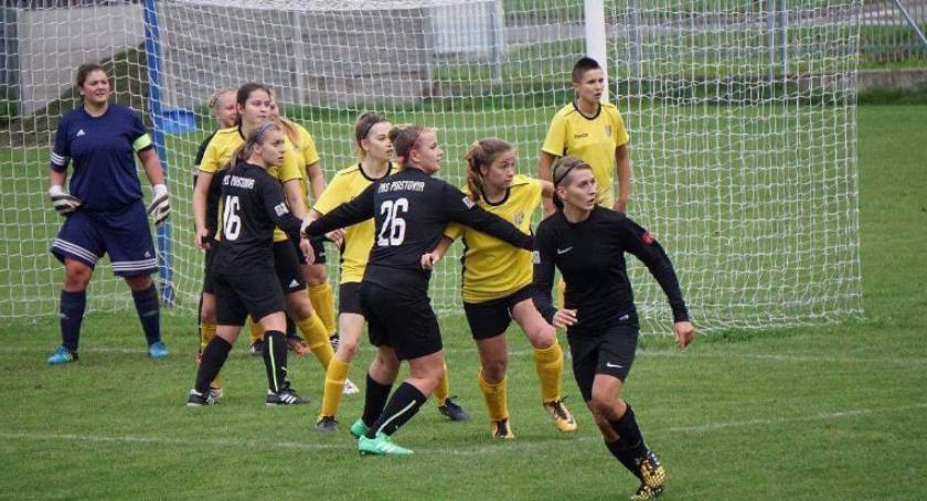 Piłka nożna, Piastovia walczy kolejne punkty - zdjęcie, fotografia