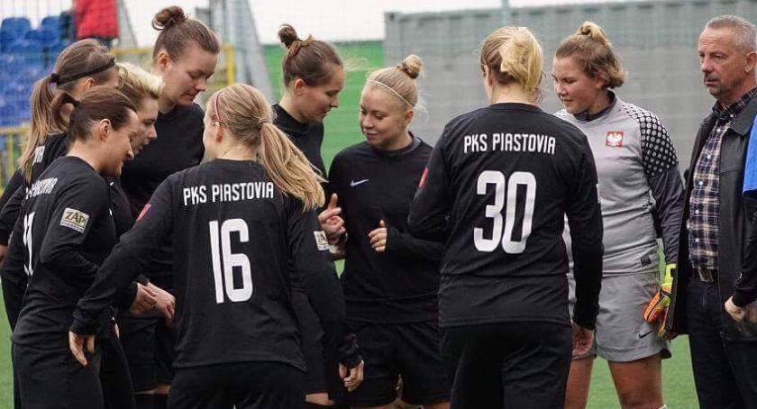 Piłka nożna, lidera! tydzień Piastowie szczycie - zdjęcie, fotografia