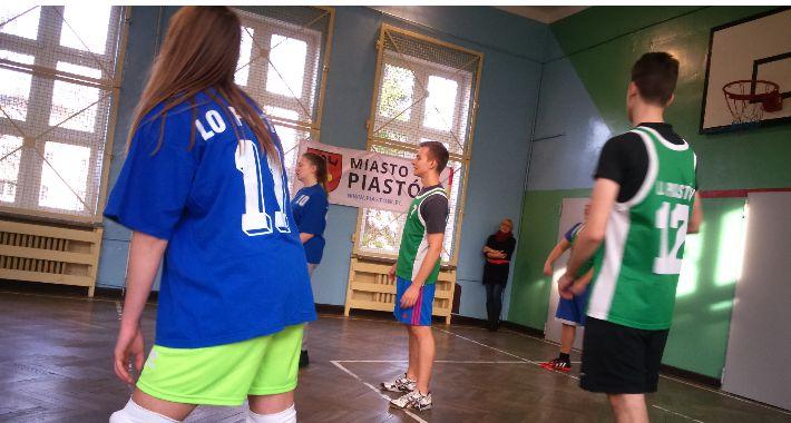 Sport szkolny, Mickiewicza zwycięża turnieju siatkówki - zdjęcie, fotografia