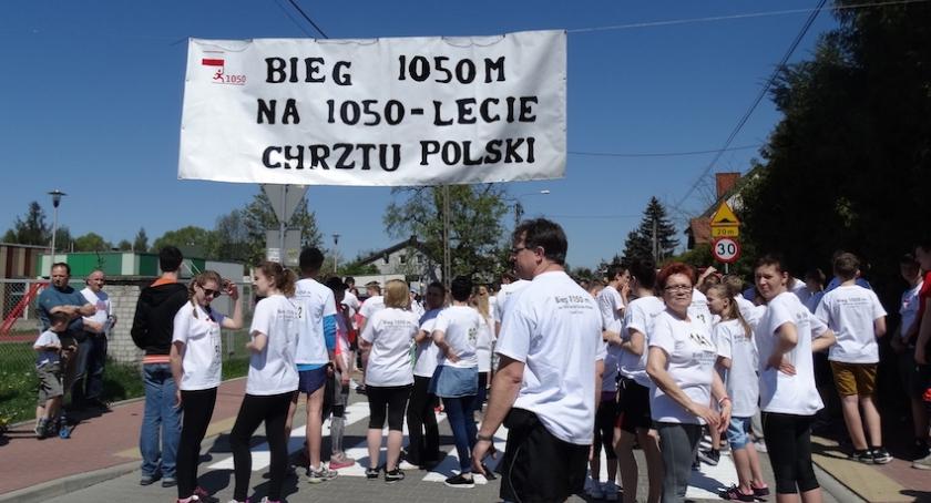 Społeczeństwo, trzydzieści kilometrów uczczenia rocznicy Chrztu Polski - zdjęcie, fotografia