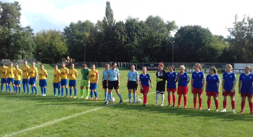 Piłka nożna, Wymarzona inauguracja piłki nożnej kobiet - zdjęcie, fotografia