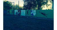 Szare mury piastowskiego stadionu zmieniają wygląd