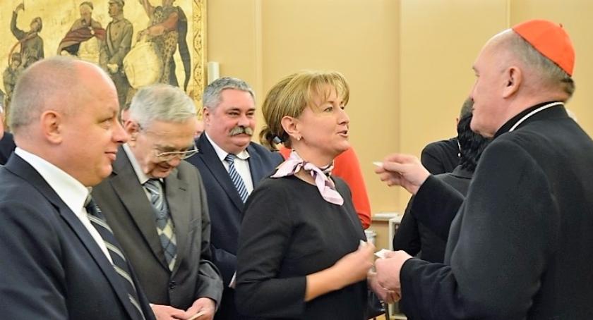Polecamy!, Władze Ursusa pobłogosławione przez kardynała Nycza równi innymi Warszawy skutecznie - zdjęcie, fotografia