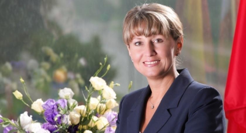 Czy burmistrz Urszula Kierzkowska jest dobrym gospodarzem dzielnicy Ursus? Kim jest?