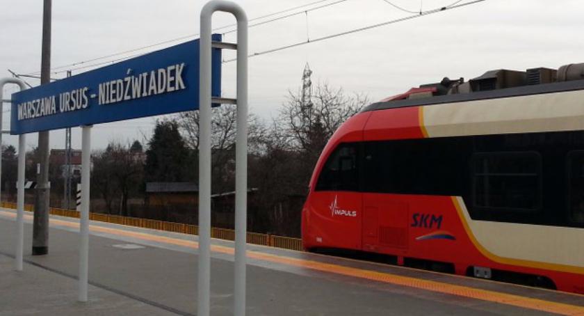 Nikt nie palił ognisk w proteściena torach przyszłej stacji kolejowej Warszawa Niedźwiadek