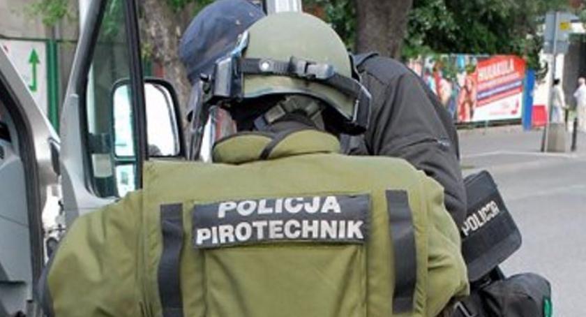 Wybuch granatu (?) na klatce schodowej w budynku przy ul. Sosnkowskiego
