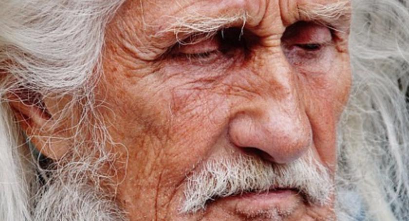86-letni mieszkaniec Ursusa błąkał się po Warszawie, aż dotarł na Gocław, gdzie odnalazła go Straż M