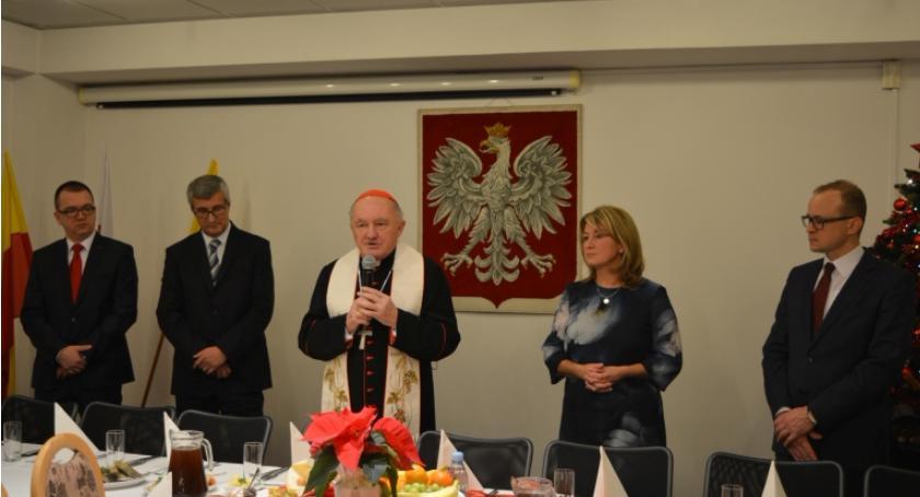 News, kardynał Kazimierz spotkaniu opłatkowym Urzędzie Dzielnicy Ursus - zdjęcie, fotografia