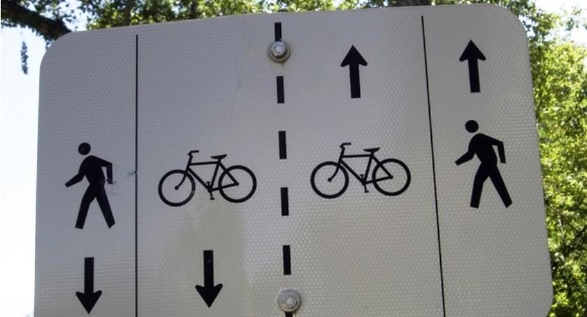 Rower, Zamiast rowerem Ursus samochodem - zdjęcie, fotografia