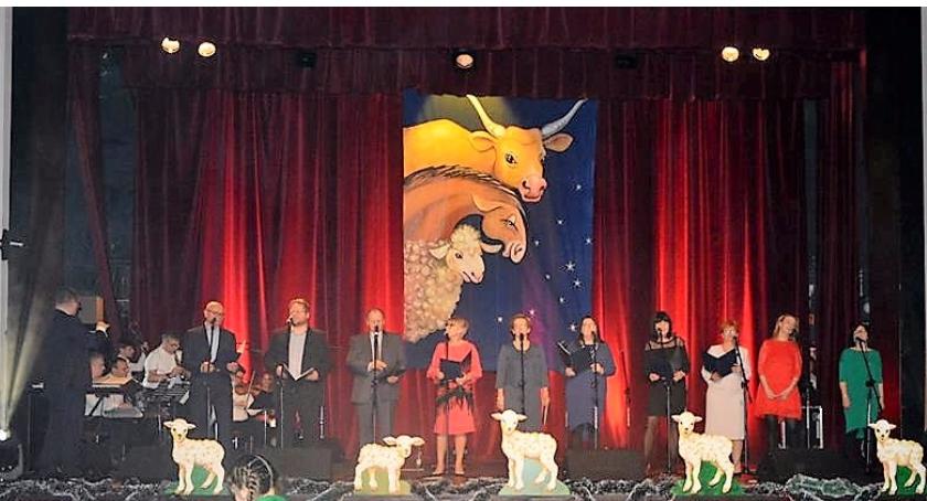 Imprezy, Maleńkiemu czyli fotorelacja zapalenia pierwszej świeczki ursuskiej choince - zdjęcie, fotografia