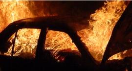 Na ul. Rakuszanki nad ranem spłonęły dwa auta – volvo i fiat panda