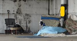 Ursuscy policjanci uratowali życie bezdomnemu mężczyźnie z pustostanu przy ul. Traktorzystów