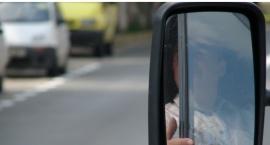 Na ul. Posag 7 Panien policja zatrzymała kierowcę bez prawa jazdy, grozi mu do dwóch lat więzienia