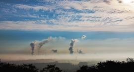 Smog zbliża się do Ursusa. W Piastowie zanotowano przekroczenie norm pyłu PM2,5 o 564 proc.