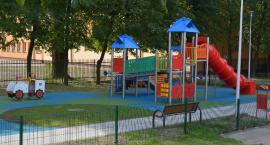 Place zabaw przy szkołach podstawowych
