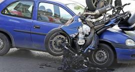 Na ul. Ryżowej doszło do wypadku: motocykl suzuki zderzył się z osobowa toyotą