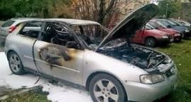 Spłonął samochód przy ulicy Warszawskiej
