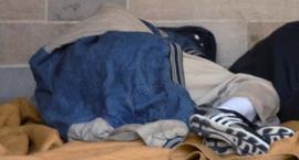 Dramat na ulicy Traktorzystów. Policjanci uratowali bezdomnego...
