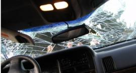 Nissan wpadł w poślizg na trasie S-8 i zakorkował węzeł Konotopa