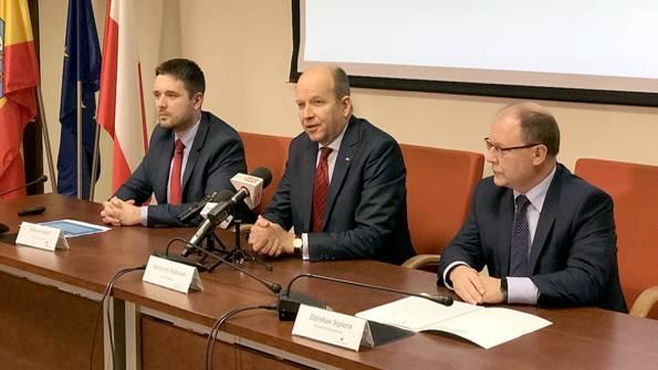 urzędy i administracja , Ponad miliony złotych dofinansowania Szpitala Powiatowego Pruszkowie - zdjęcie, fotografia
