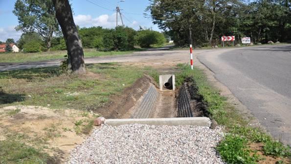 Aktualności_, Budowa odwodnienia skrzyżowania Szkolnej Polnej Żółwinie - zdjęcie, fotografia