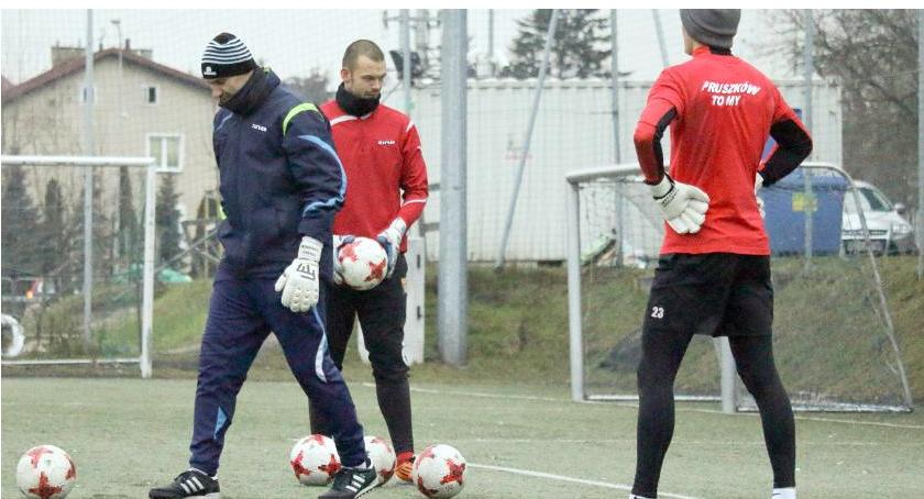 piłka nożna, ZNICZ Pruszków LECHIA Tomaszów Mazowiecki sparingowy - zdjęcie, fotografia