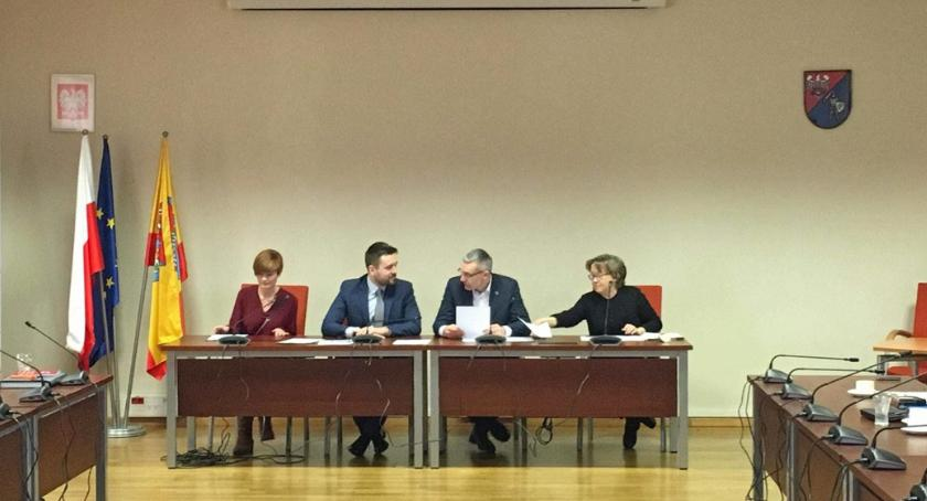 organizacje pozarządowe , Powiat Pruszkowski preznacz niemal ćwierć miliona złotych organizacji pozarządowych - zdjęcie, fotografia