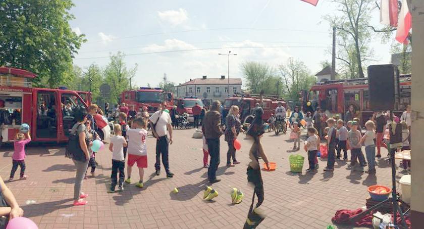 święta kościelne i państwowe , Dzień Otwarty Ochotniczej Straży Pożarnej Brwinowie - zdjęcie, fotografia