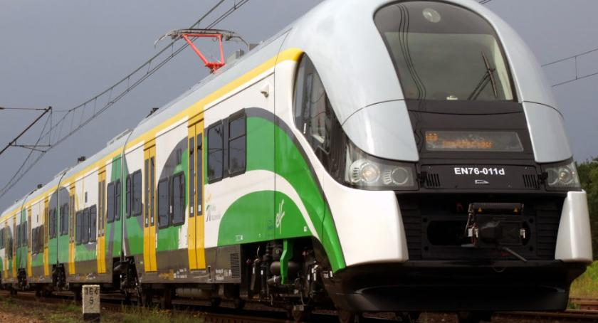 komunikacja, Utrudnienia ruchu pociągów honorowanie biletów - zdjęcie, fotografia