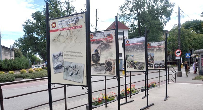 wystawy, Plenerowa wystawa Brwinowie Żelazo barbarzyńskiej Europie - zdjęcie, fotografia