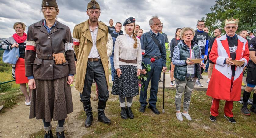 biegi, hołdzie Bohaterom Powstania Warszawskiego Kopiec Powstania Warszawskiego Jerzego - zdjęcie, fotografia