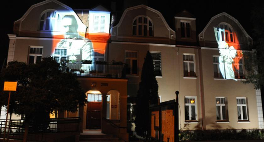święta kościelne i państwowe , Urząd Gminy Brwinów przypomina zbliżającej rocznicy odzyskania niepodległości - zdjęcie, fotografia