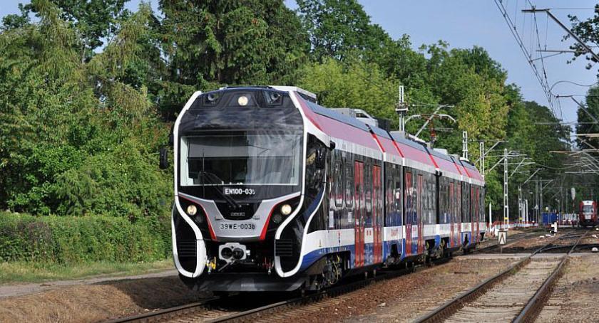 komunikacja, komunikat sprawie organizacji ruchu pociągów dniach - zdjęcie, fotografia