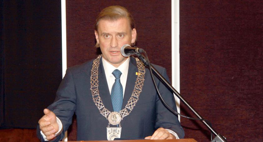 urzędy i administracja , wybrany prezydent Pruszkowa Paweł Makuch zaprzysiężony pierwszej sesji Miasta - zdjęcie, fotografia